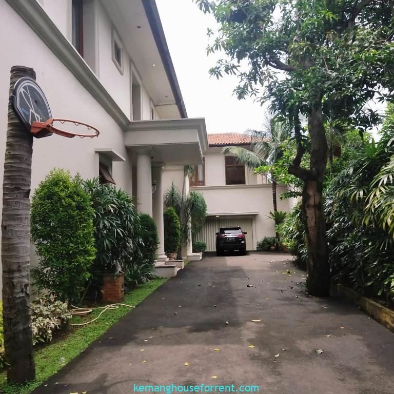 family compound for rent kemang